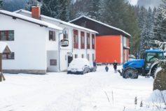 Pravidelný úklid sněhu z parkoviště a příjezdové cesty