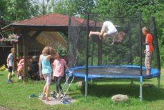Někteří žáci naší milé pražské ZŠ Pod Marjánkou jsou obdařeni schopností levitace