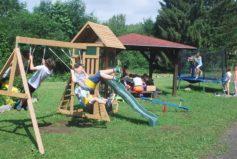 Dětské hřiště je vyhledáváno houpači, skákači, lezci, skluzavkáři i malými bábovkáři