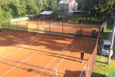 Jen 3 minuty autem a jste v krásném tenisovém areálu ve Smržovce!